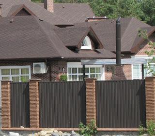 Каменный забор с профлистом в рамке. Фото 4