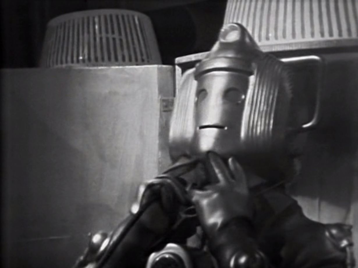 Comfy chairs doctor who -  Appears In The Sixth Doctor Story Attack Of The Cybermen They Both Had Bigger Heads Than The Standard Model But They Didn T Have A Huge Comfy Chair