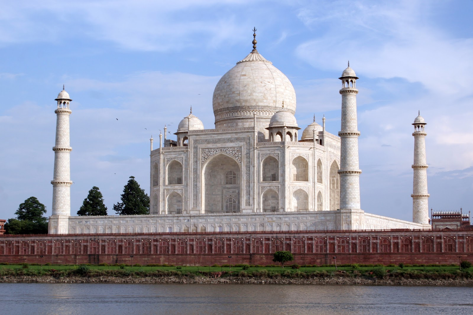 attractions related to taj mahal The taj mahal isn't only a famous place to visit in india, it's famous all around the  globe, with  anyhow, here are my little tips for actually visiting the taj mahal   related  agra is a famous tourist attractions of india located in uttar pardesh.