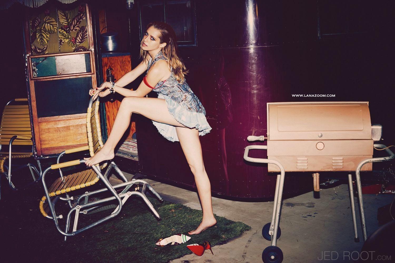 الممثلة الاسترالية تيريزا بالمر في صور لمجلة VS - مارس 2015