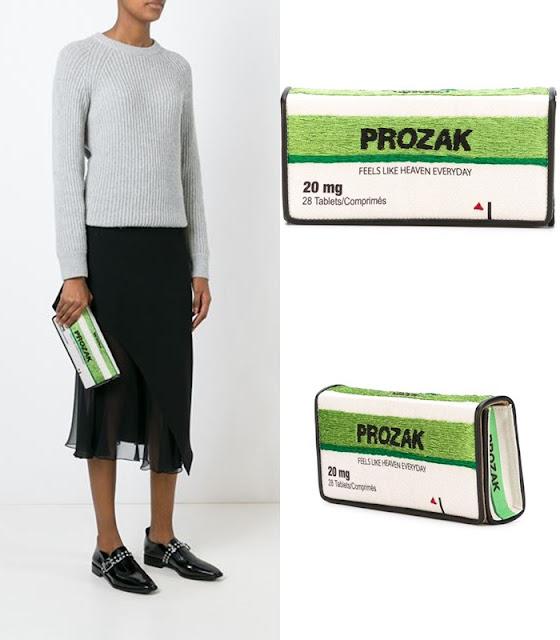 Trazer os medicamentos sempre na bolsa Sarah's Bag, criou a  Retail Therapy