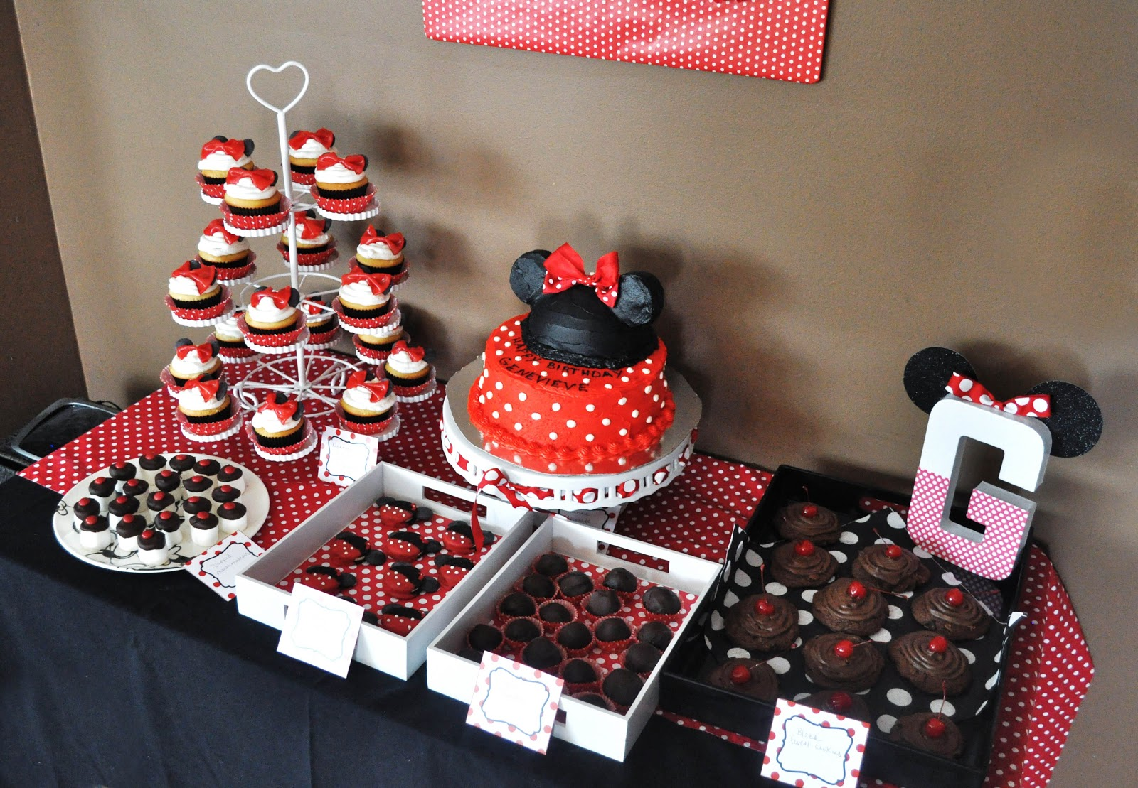 modern minnie party dessert buffet pretty real. Black Bedroom Furniture Sets. Home Design Ideas