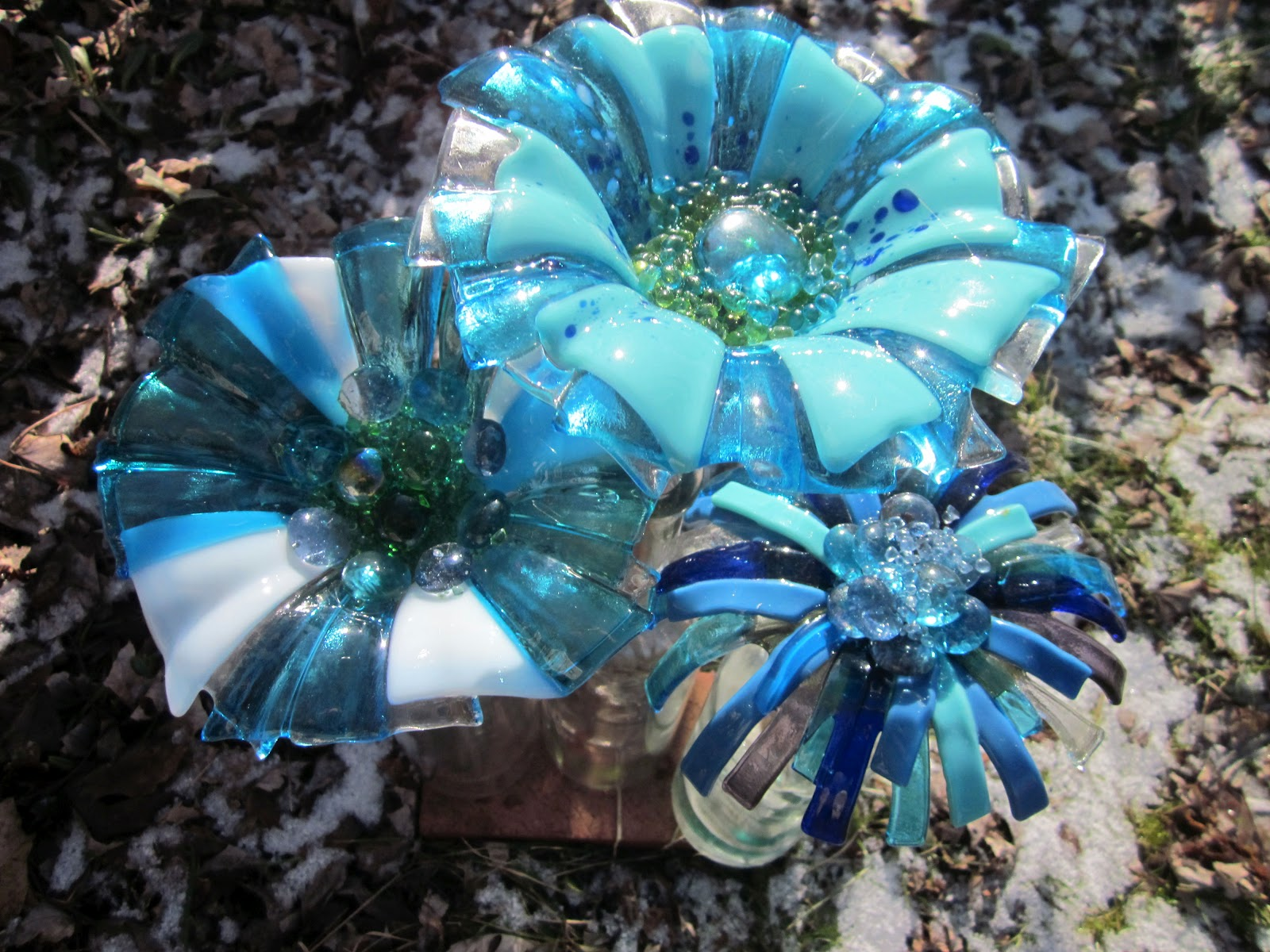 How to make glass yard art - Fused Glass Garden Art