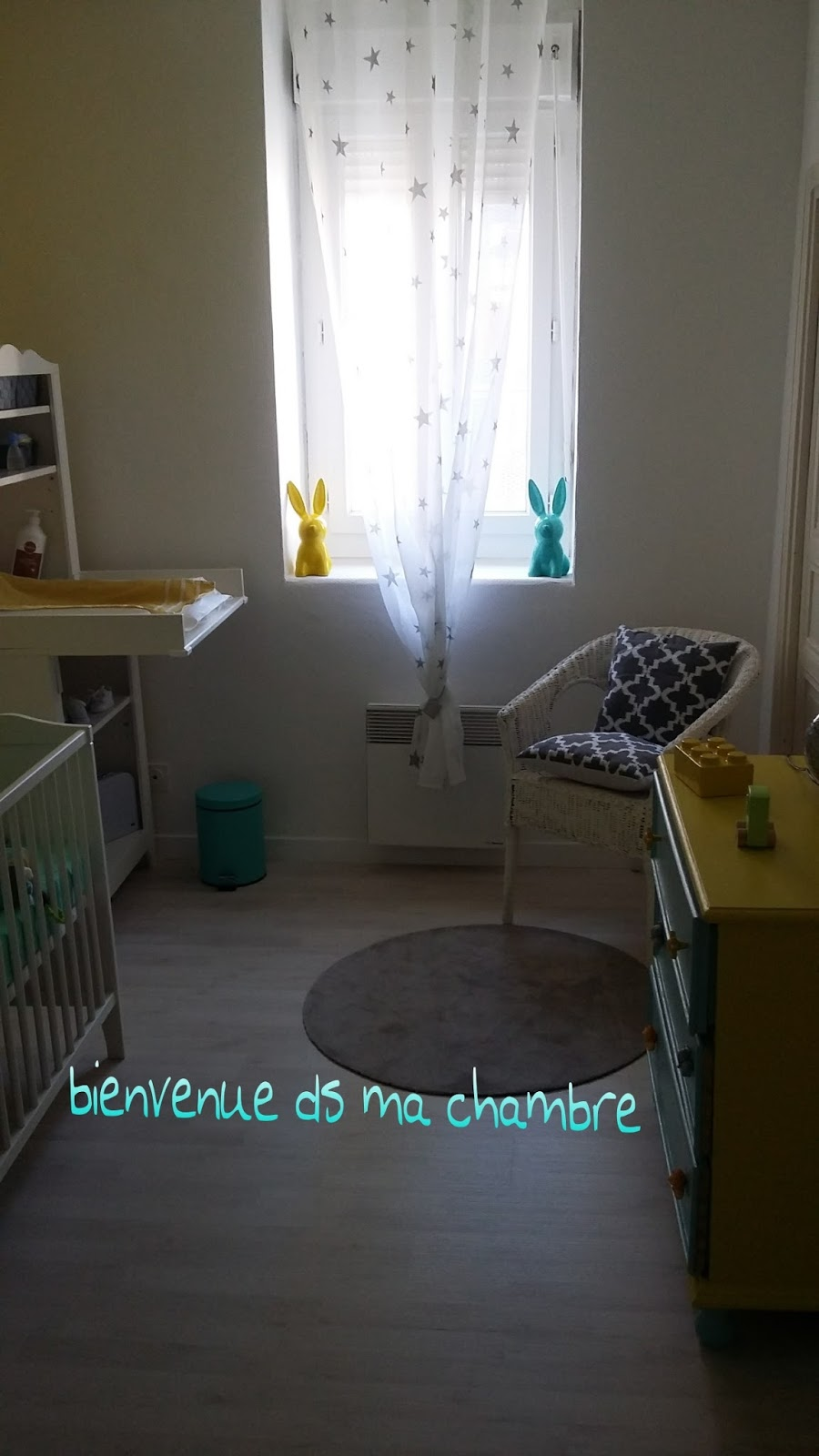 Chambre jaune et taupe for Chambre youtubeuse beaute