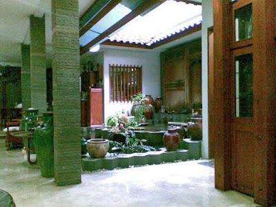 gambar taman dalam rumah