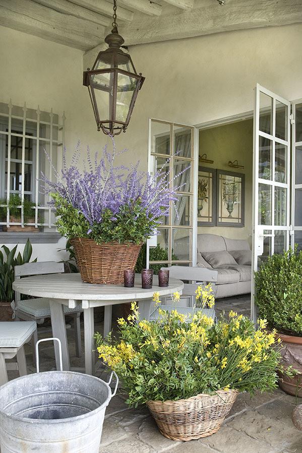 Arredare il terrazzo in stile rustico un balcone o una - Decorare il terrazzo ...