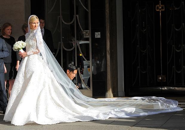 Matrimoni vip 2015  tutti gli abiti da sposa - Le Stanze della Moda 3ddf96fa098