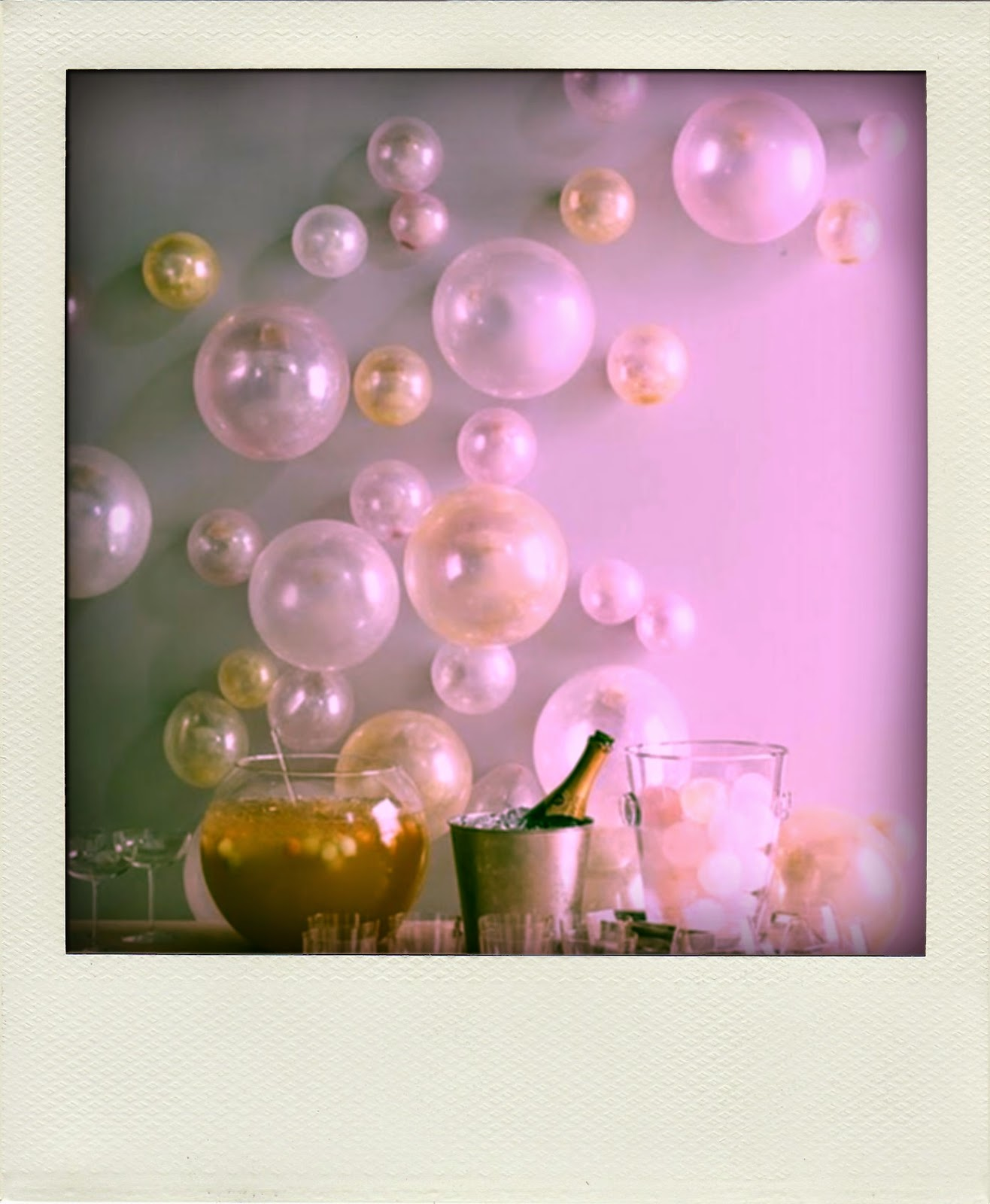 Fun 39 n 39 frolic 5 diy balloon decoration ideas for How to make a balloon and streamer backdrop
