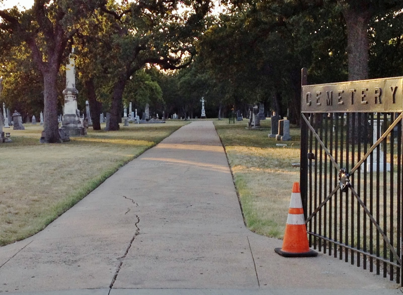 visitors who don t opt for the dallas historical society s tour will still have some exposure to the history and famous residents of each graveyard
