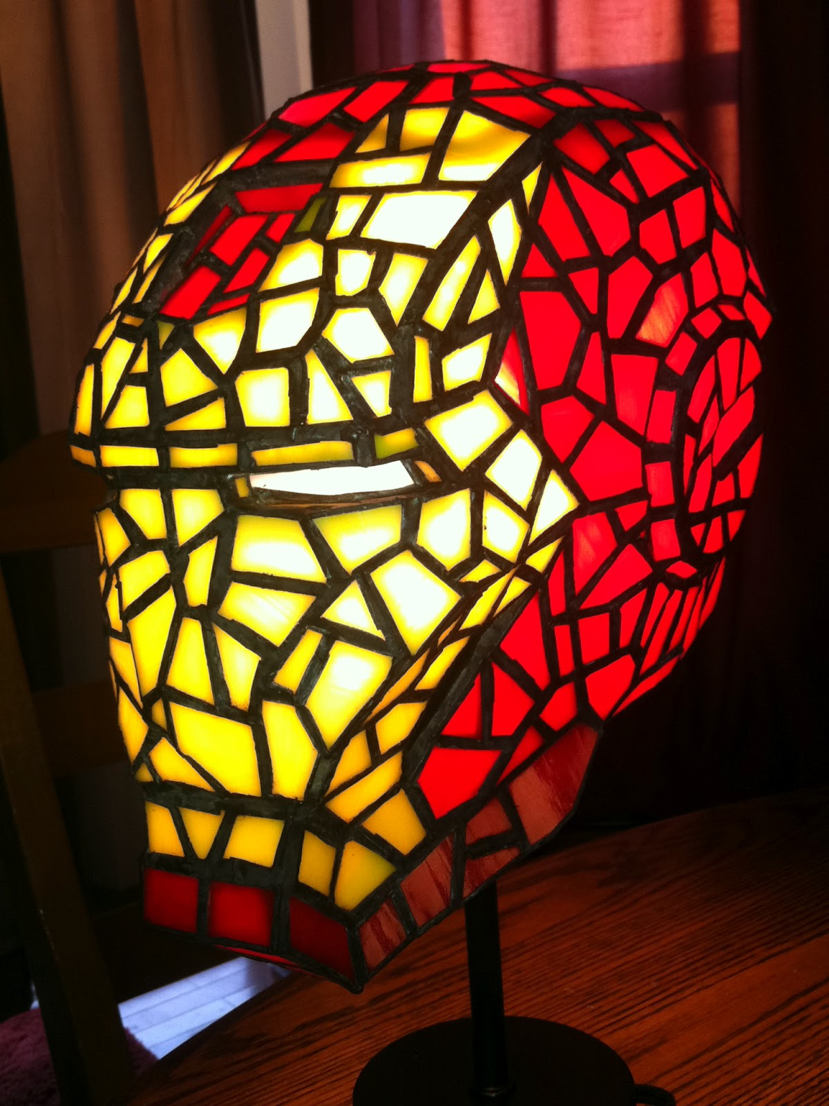 it 39 s a dan 39 s world stark features the stained glass iron man lamp you never knew you needed. Black Bedroom Furniture Sets. Home Design Ideas
