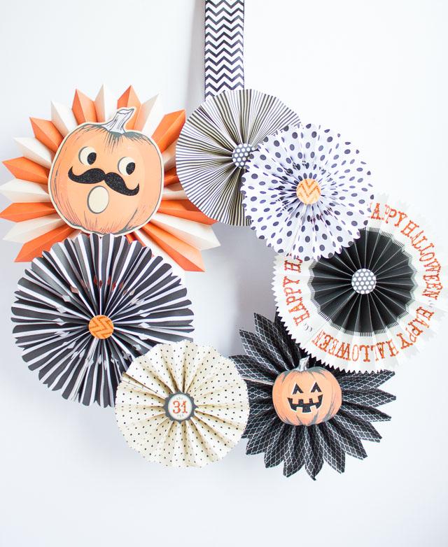 Halloween paper wreath diy