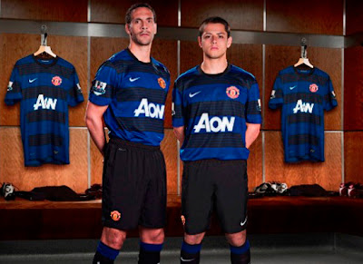 Rio Ferdinand and Chicharito Hernandez Manchester United Away kit 2011-2012