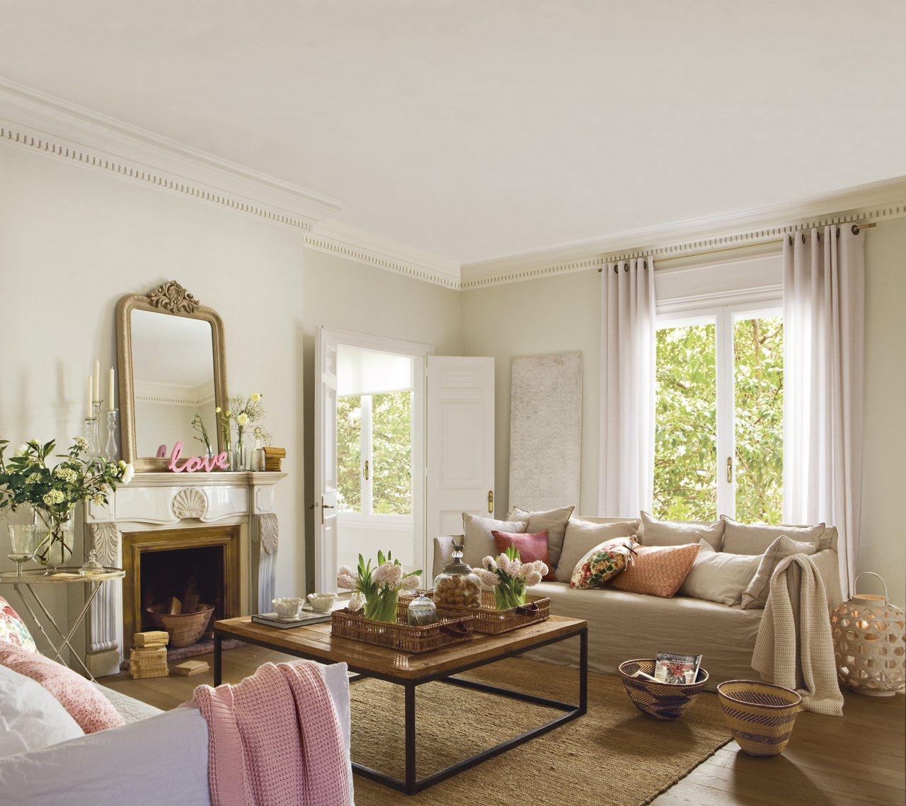 Una preciosa vivienda de estilo cl sico renovado etxekodeco for Molduras para chimeneas