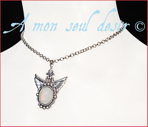 collier angélique ailes elfique blanc opale mariage Arwen Galadriel bijou jewel elven angel wing white opal necklace