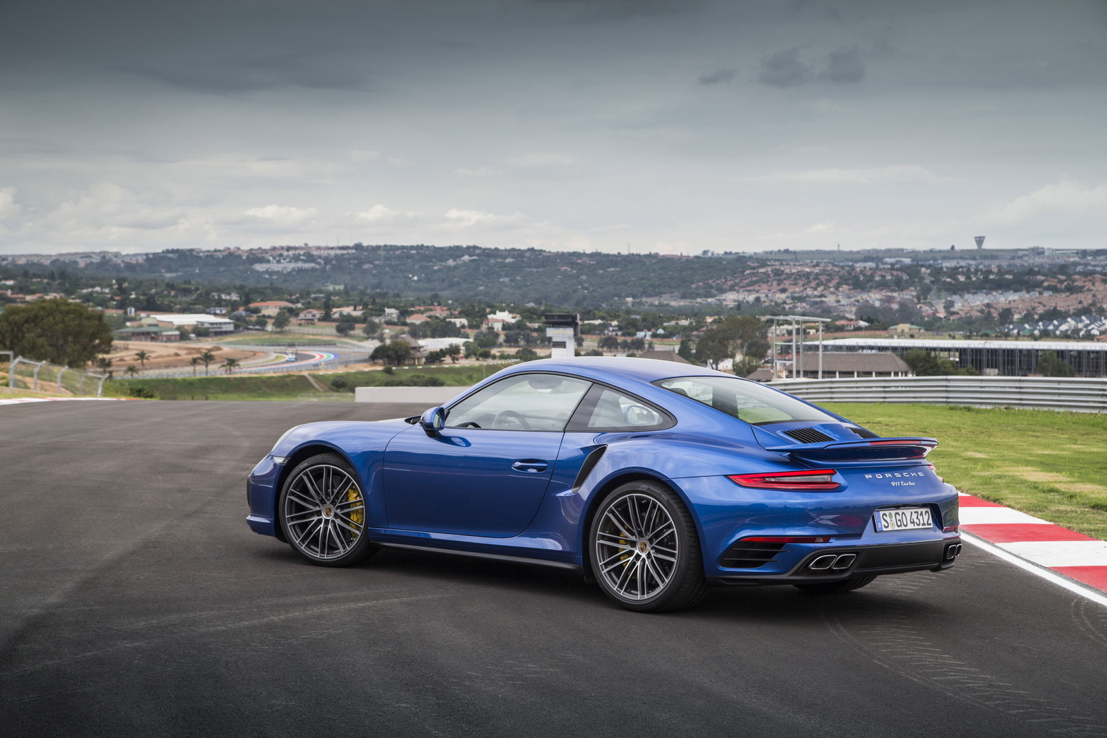 2017 porsche 911 turbo turbo s analysed in new gallery 37 pics carscoops. Black Bedroom Furniture Sets. Home Design Ideas