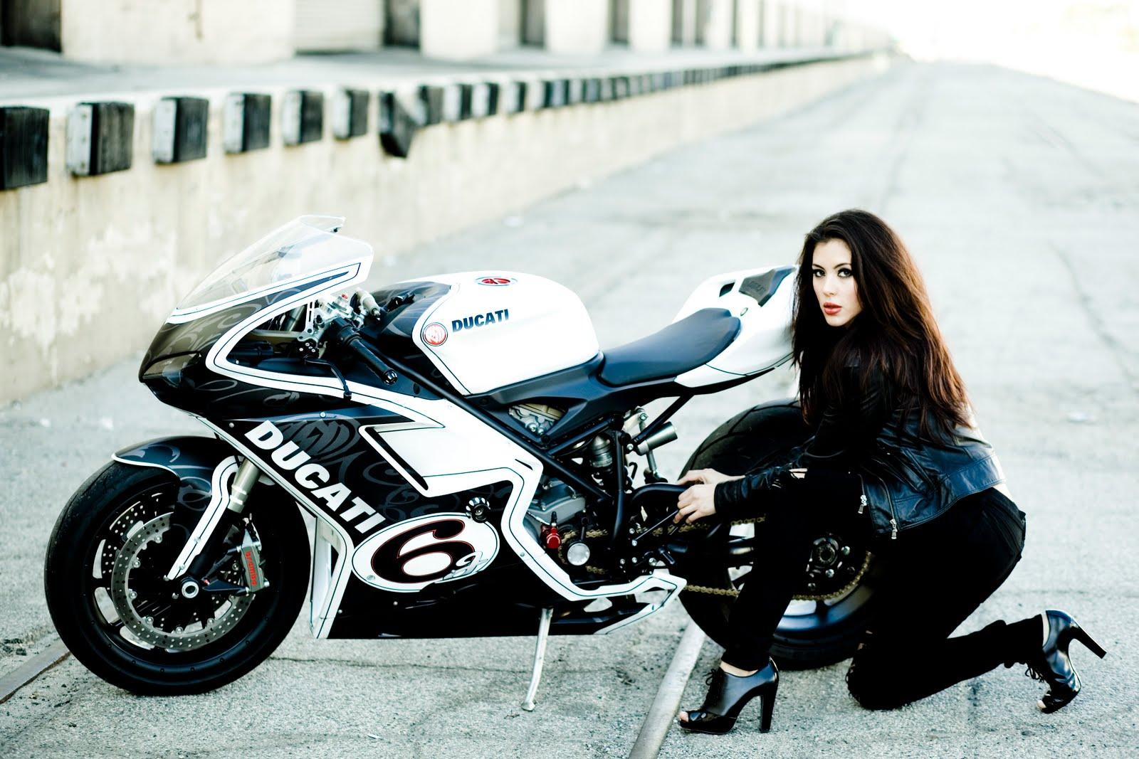 http://1.bp.blogspot.com/-Rc2Eq3HKWU8/Tef2sl3NoCI/AAAAAAAACFg/Q3JA_G64RJk/s1600/Bike%2BAnd%2BGirl%2BWallpaper.jpg