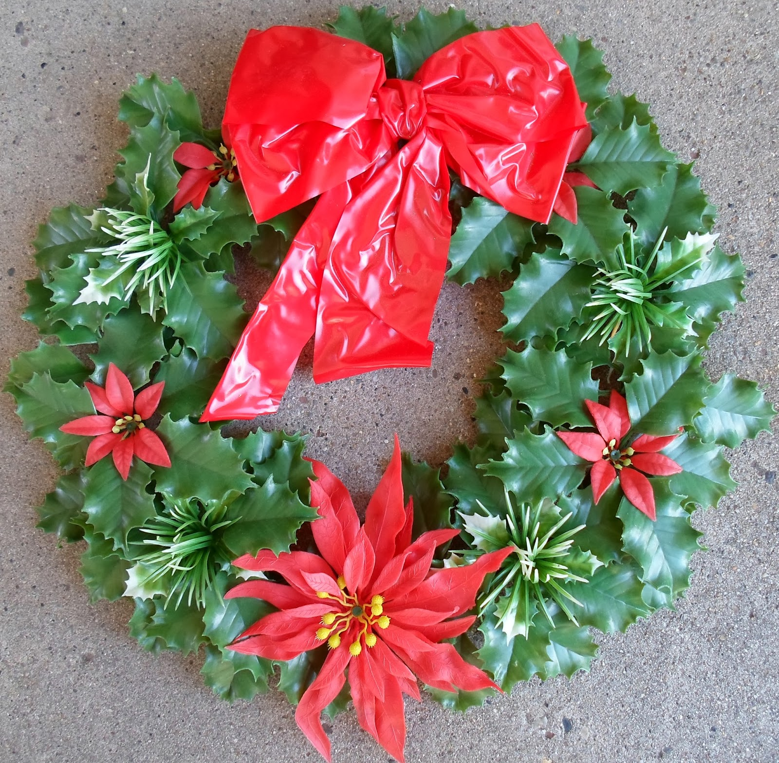 Happier Than A Pig In Mud: Kitschy but Cute 1961 Christmas Wreath Re-Do