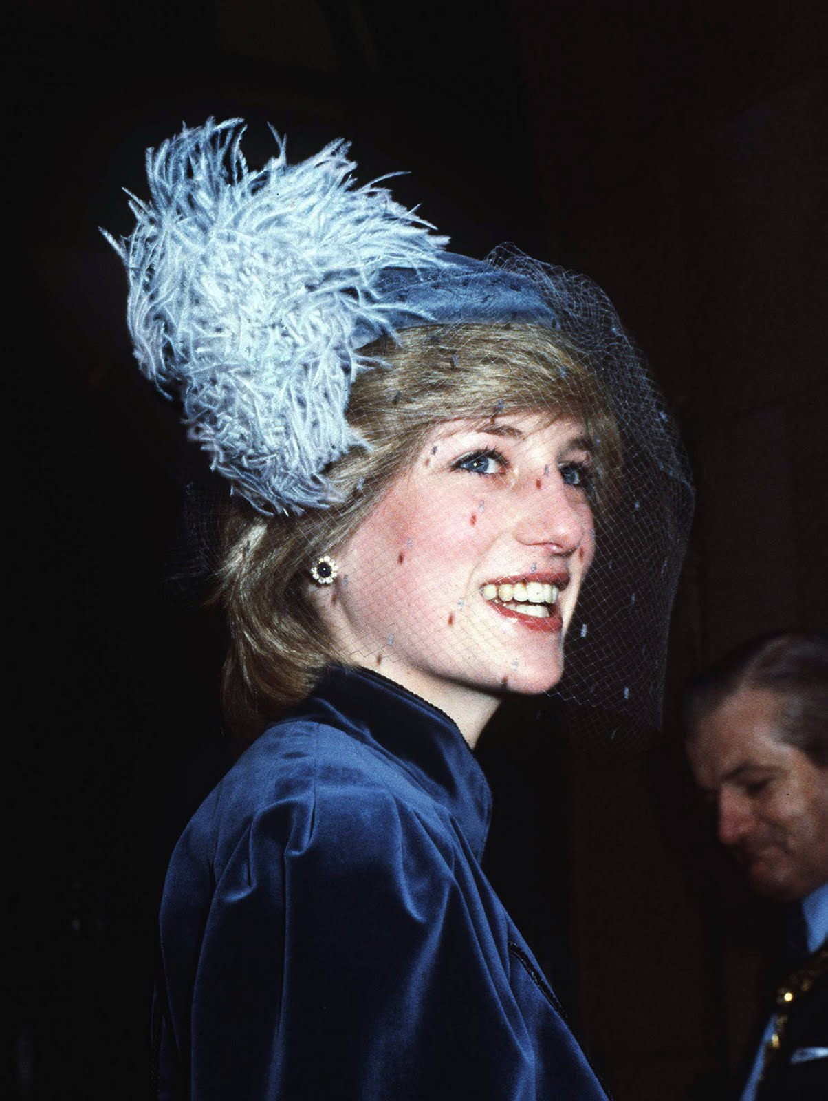 http://1.bp.blogspot.com/-Rc3PUiLZ-5U/TimbzBswKSI/AAAAAAAAAM4/s4ICVpbMnlA/s1600/princess_diana+1982.jpg