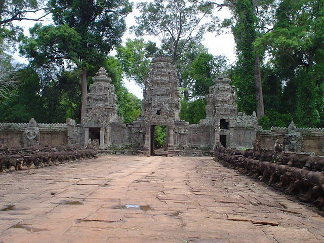 Entrance to Temple Angkor Thom - Cambodia