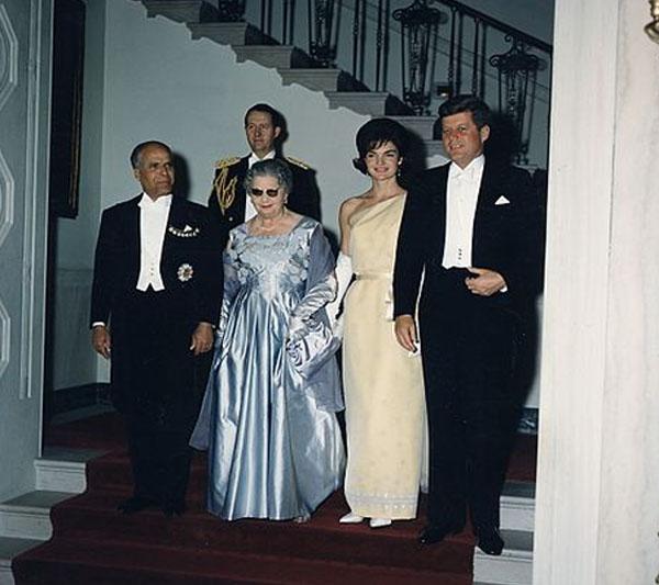 Grace Intemporelle by Natalia En la Casa Blanca, cena en honor al presidente de Túnez Habib Bourguiba con su esposa.
