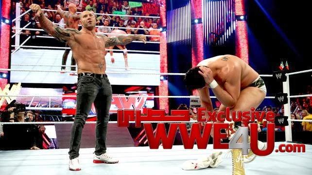 ملابس باتيستا أغضبت فينس ماكمان في الرو الأخير!!  Batista+2014+excl