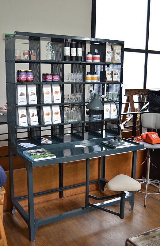 past present meuble de tri postal. Black Bedroom Furniture Sets. Home Design Ideas