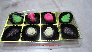 praline 8pcs (can add on huruf)