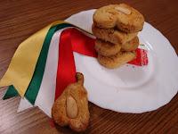 http://www.recetaspasoapaso.com/2010/03/mantecados.html