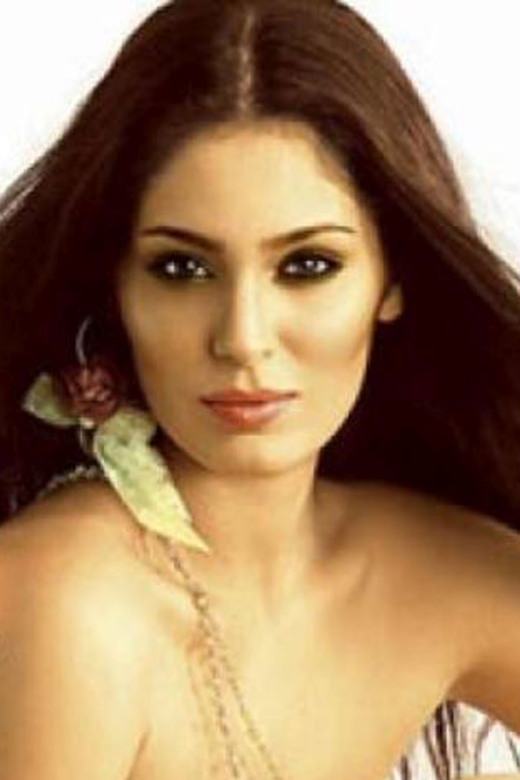 ... celebsview.blogspot.com/2012/07/bollywood-actress-huma-qureshi_16.html