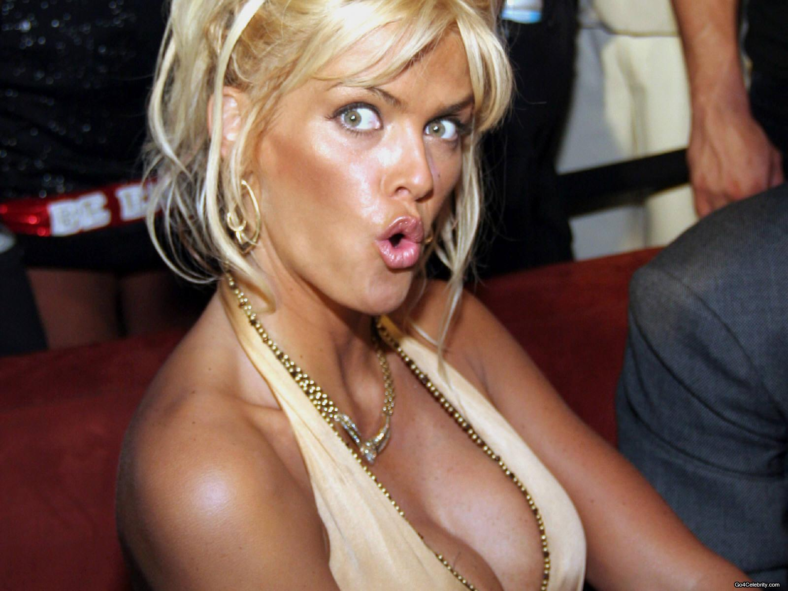 http://1.bp.blogspot.com/-ReDOObsLtyw/TbvCgGtMxEI/AAAAAAAAAnQ/s-6ZkBhOk8o/s1600/Anna-Nicole-Smith-001.jpg