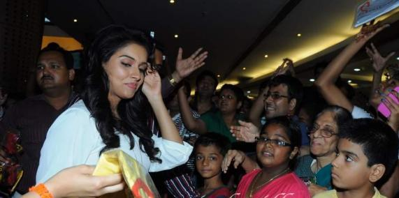 Asin Promotes Ready Film At Provogue Store glamour images