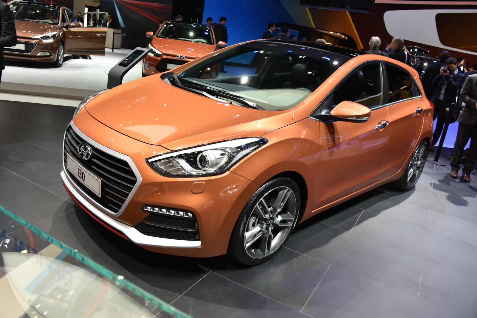 facelifted hyundai i30 shows its face 183hp turbo petrol a welcome addition carscoops. Black Bedroom Furniture Sets. Home Design Ideas