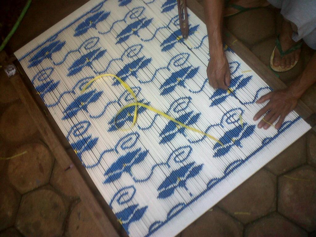 Proses Pembuatan Kain Tenun Ikat ATBM: Membuat Benang Pakan (2)