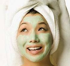 tips memutihkan wajah dengan masker tomat