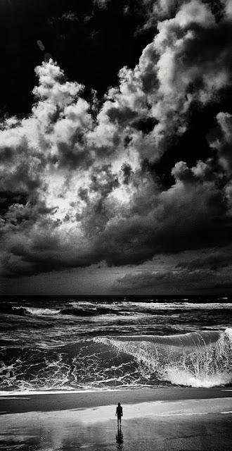 Imagen de océano en blanco y negro