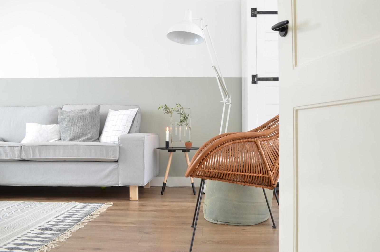 Casa design idee libro - Deco woonkamer aan de muur wit ...