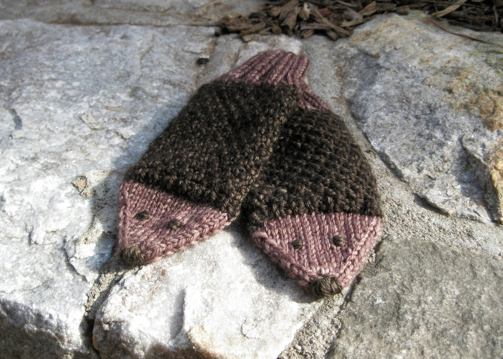 Knitting Pattern Hedgehog Mittens : Looking Glass Knits: New Pattern: Poky Hedgehog Mittens!