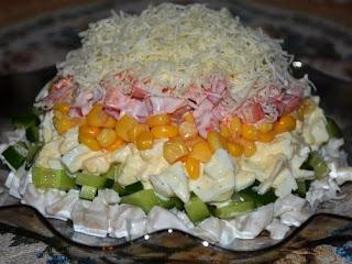 Салат слоеный с кальмарами