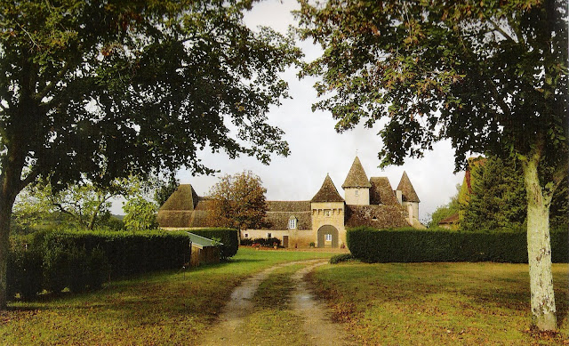 Château de La Bourgonie, Dordogne Region, French Châteaus and Hideaways as seen on linenandlavender.net, post: http://www.linenandlavender.net/2011/04/charmed-im-sure.html