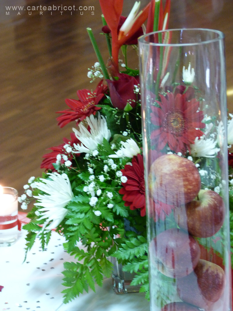 Mariage en rouge et blanc for Decoration table pour invites