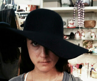 wide brim fashion hat