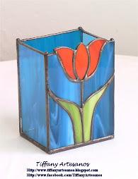 Guarda lápices azul con tulipán rojo