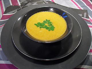Bouillon de crevettes au curry et crème de coco