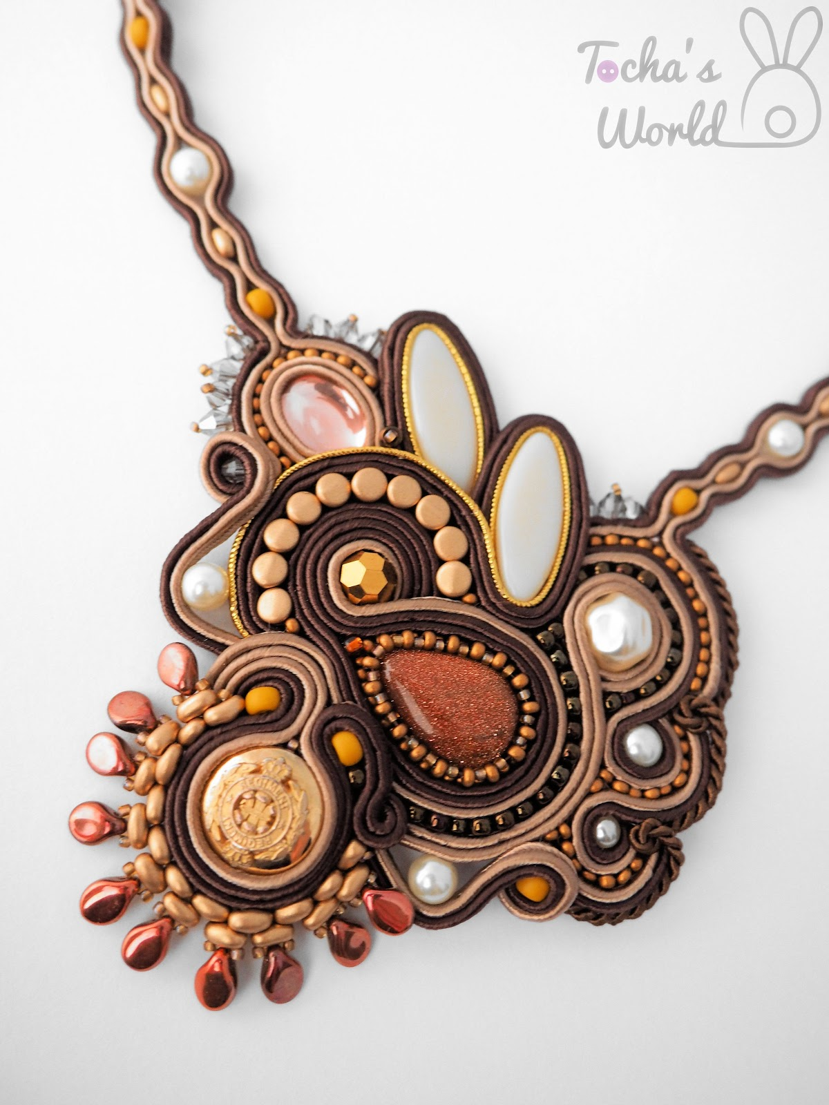 goldstone, regiment, button, vintage, ambition, soutache, sutasz, brown, gold, copper, energy, courage, vegan, ultrasuede, necklace, jewellery, statement, artificial pearls, Preciosa Ornela, glass beads,