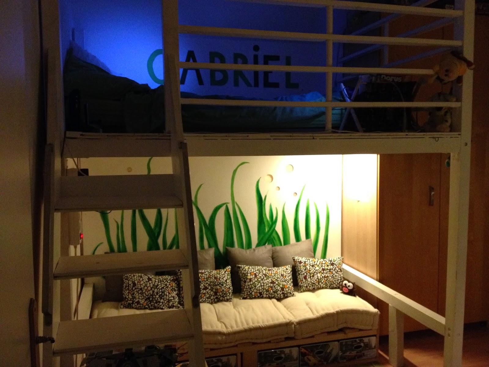 dressing sous pente avec rideaux et autres d co une chambre d 39 enfant avec mezzanine. Black Bedroom Furniture Sets. Home Design Ideas