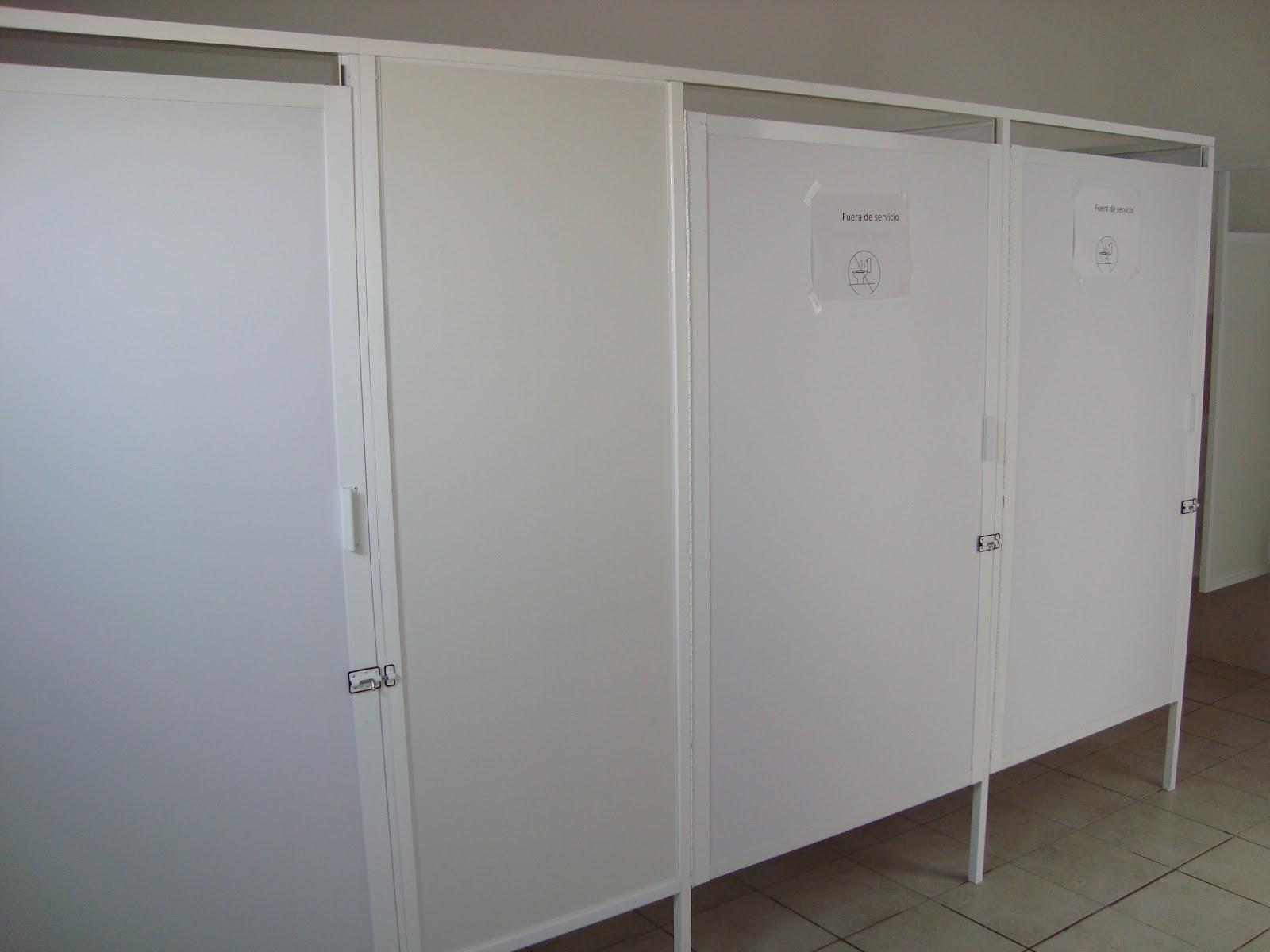 Puertas De Aluminio Para Entrada De Baño:aluminio y vidrio del Río: Baños públicos