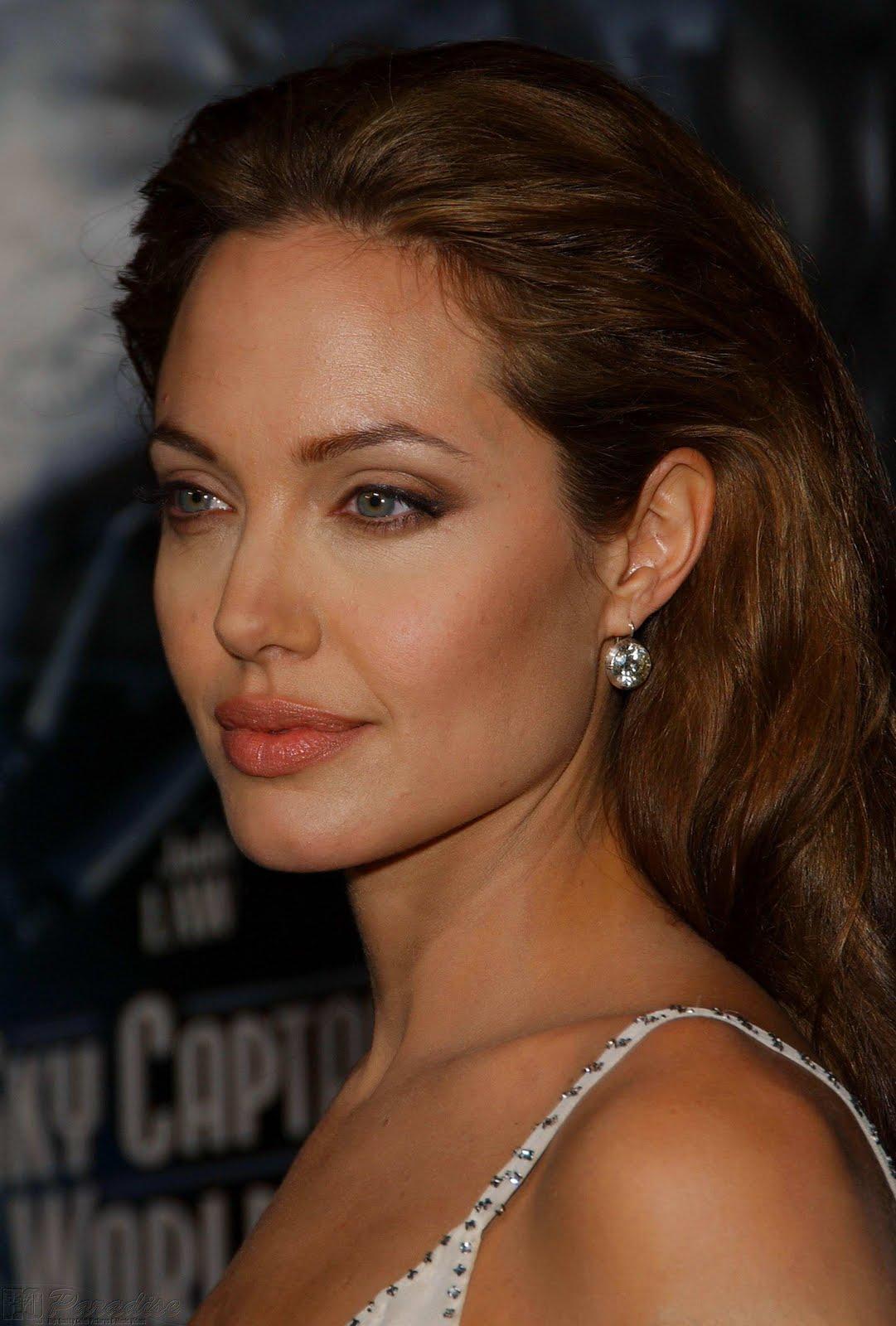 http://1.bp.blogspot.com/-RgwKzvLKrB8/TaAquwuSUoI/AAAAAAAAJfc/kjcV0_Ujzas/s1600/Angelina-Jolie-Picture-009.jpg
