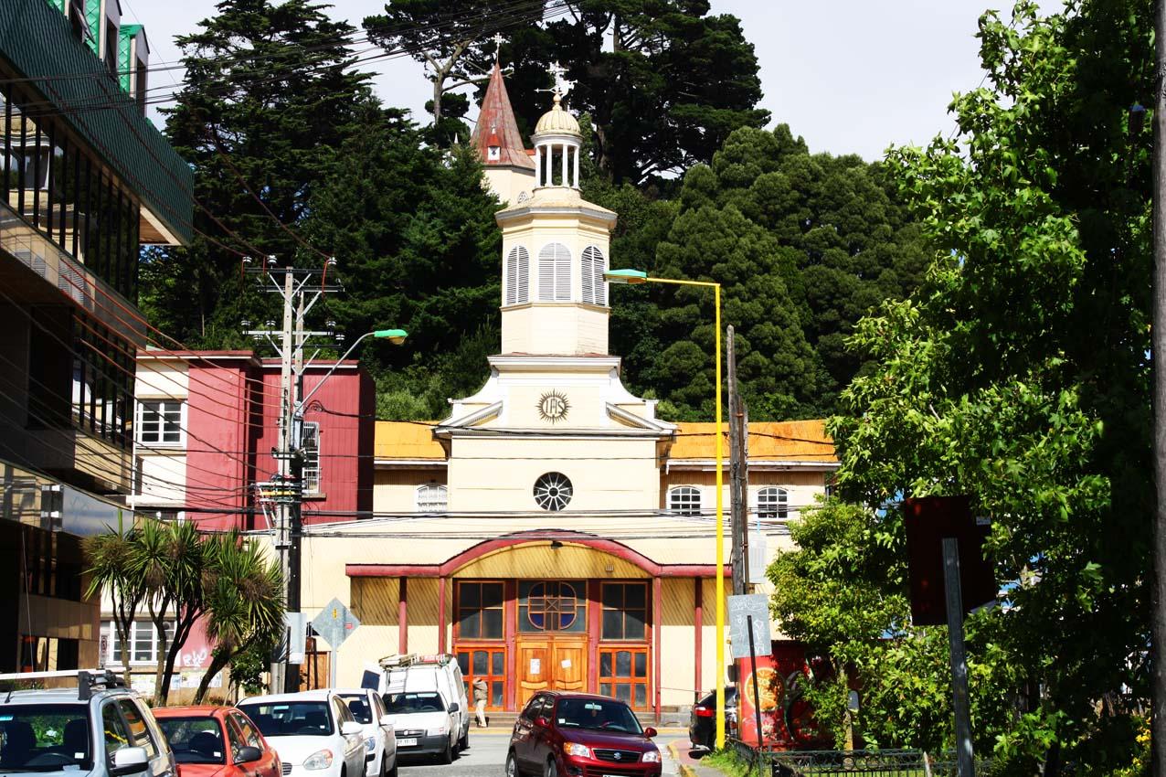 Resultado de imagen de iglesia y campanario jesuita puerto montt