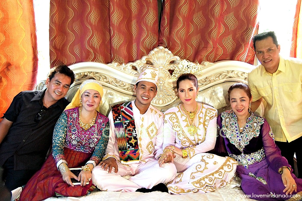 Love mindanao tawi tawis muslim royal wedding a sacred love the newly wed with their brothers and sisters junglespirit Choice Image