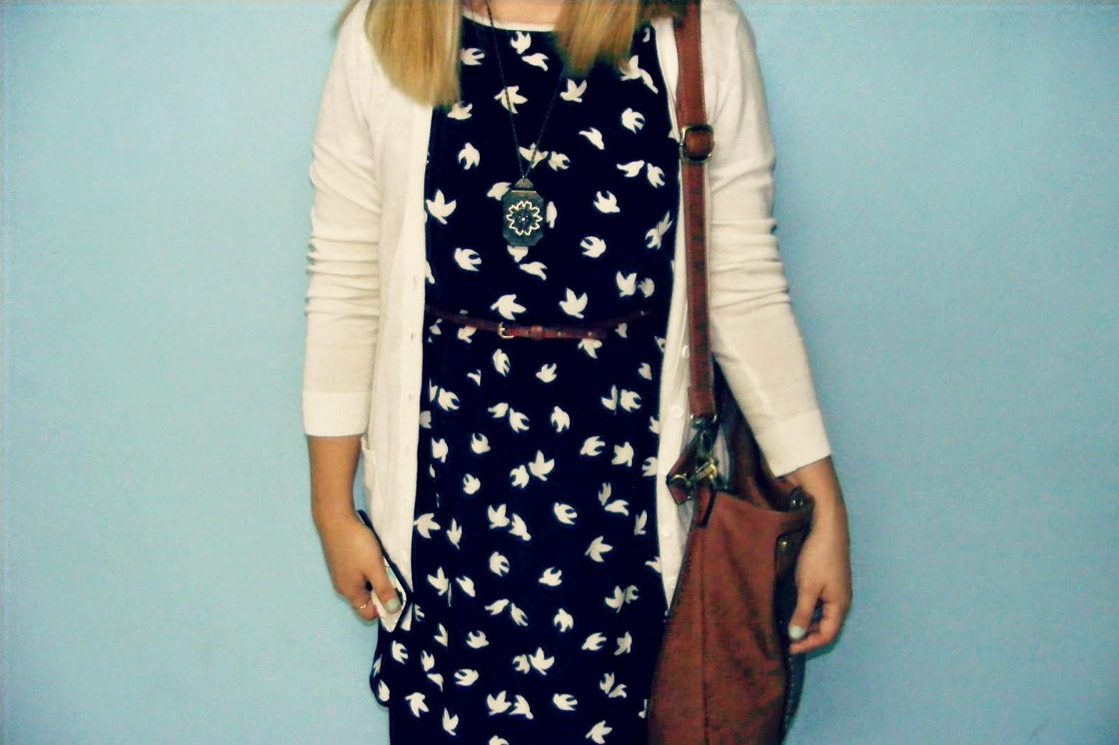 http://outfitdeldia.blogspot.com/2014/12/look-vestido-vintage-casual.html